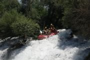 Rafting to al-assi river with Hikingo