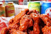 Open wings and soft drinks at Food Style