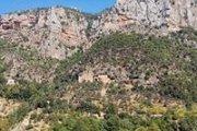 Hiking to Wadi Qannoubine